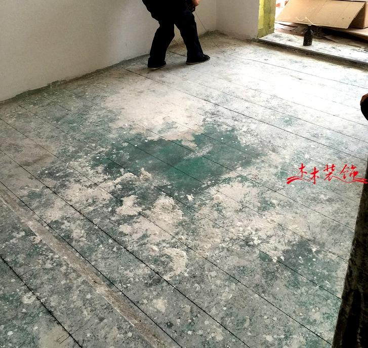 成都木木装修队木地板安装现场 装修现场
