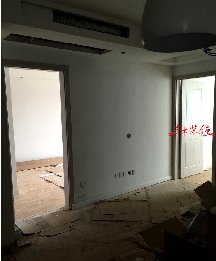 成都木木装修队木门安装现场 装修现场