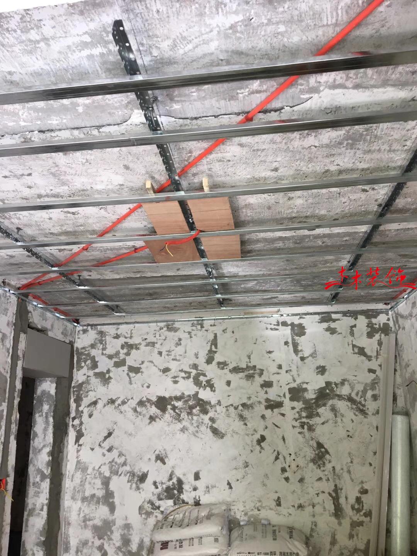 四川大学老房子翻新,吊顶施工现场