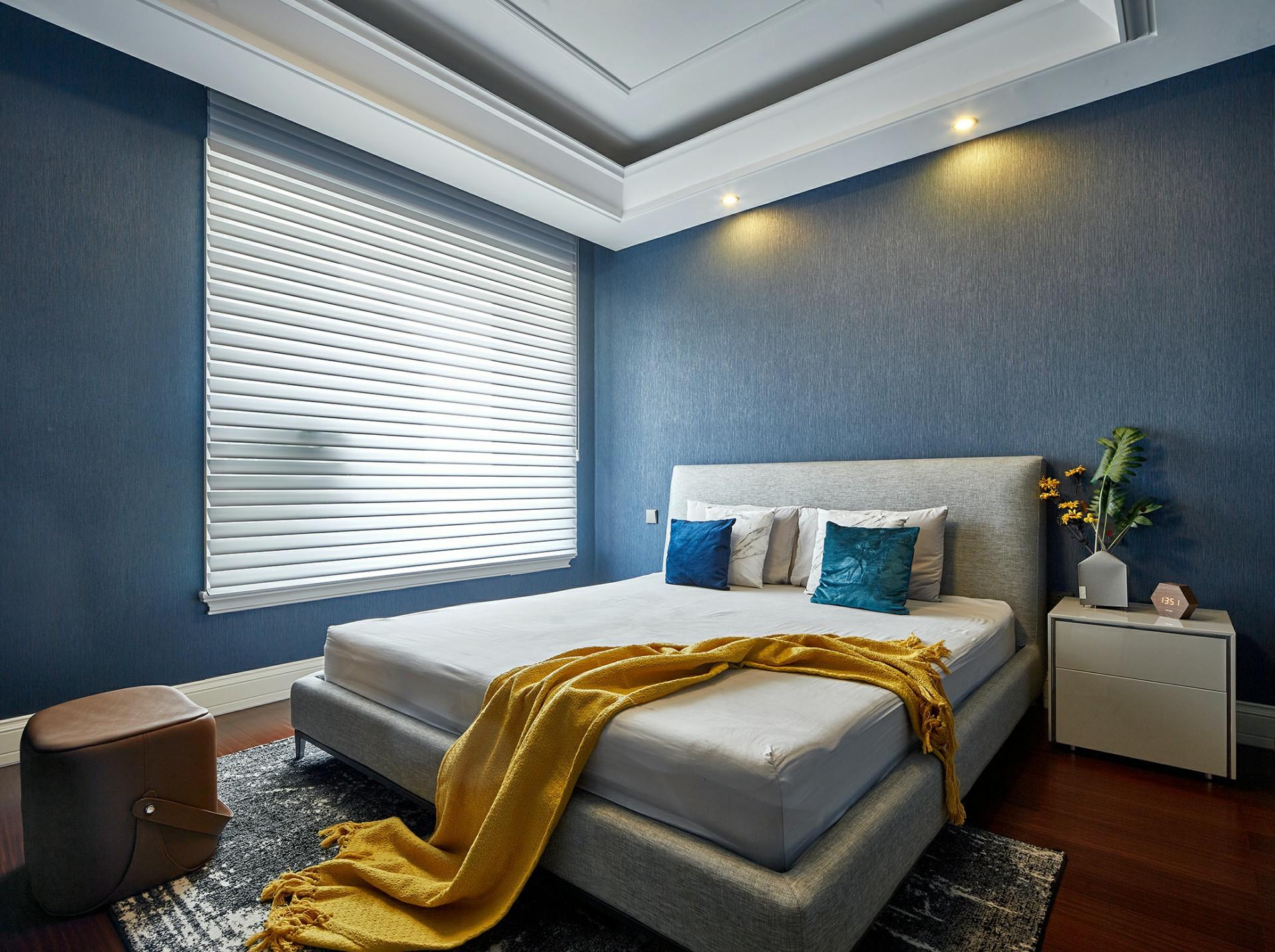 卧室的装修必须遵循三项原则:舒适、安静、温馨。