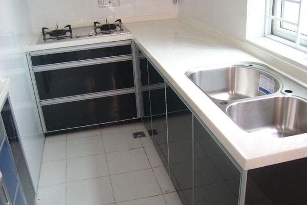 如何选择厨柜台面的材料?